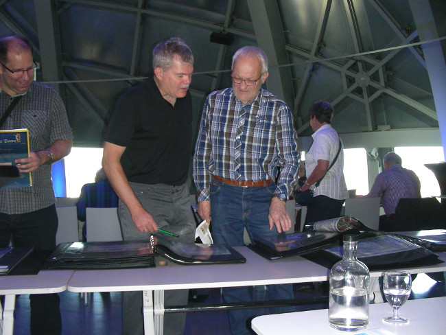 IBSS members discussing lots(from left): Volker Malik (D),  Joachim Wallrabenstein (President of EDHAC) and Peter Bürgi (CH)